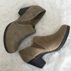 Croft and Barrow Ortholite Booties Taupe/Tan - NEW